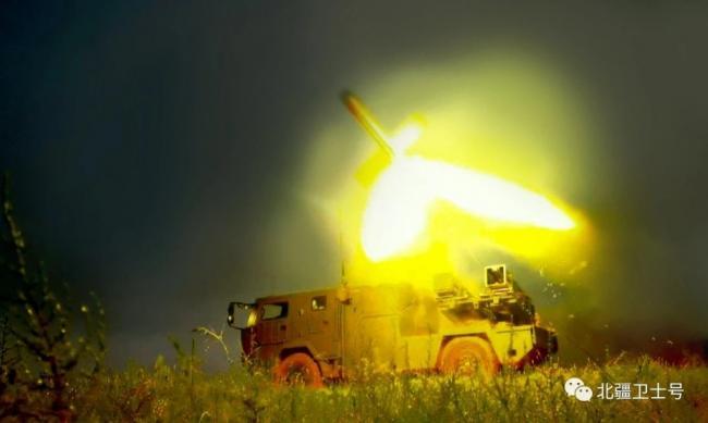 """国产卡车版""""红箭10""""导弹发射瞬间"""