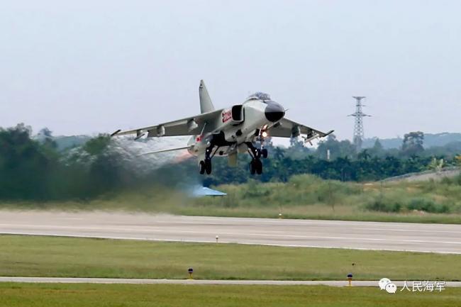 海军歼11B、飞豹战机在南海实弹训练 发射导弹数十枚