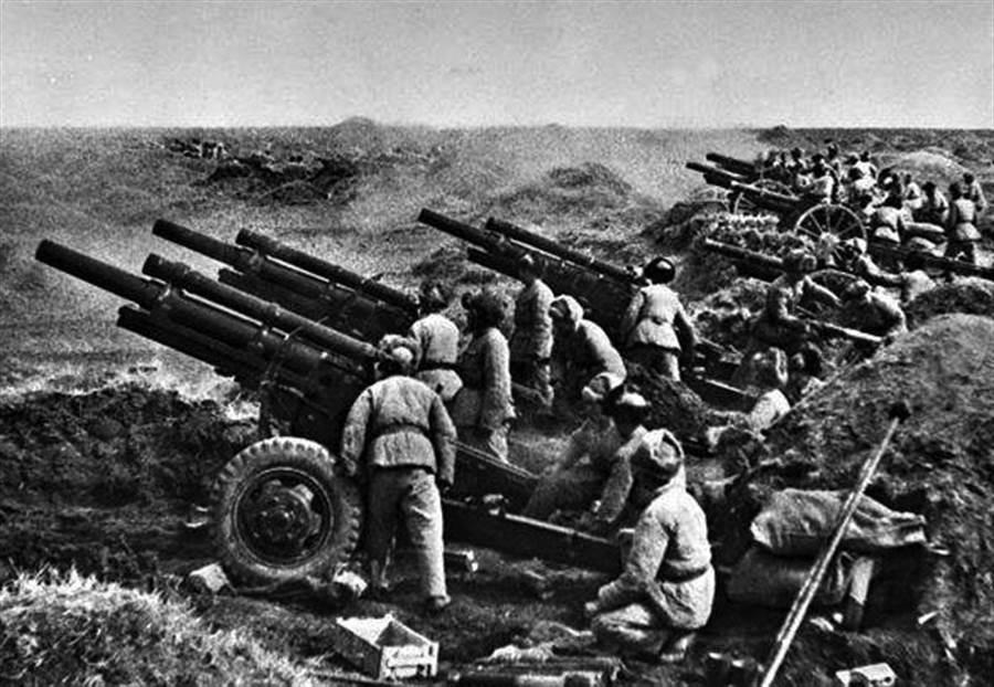 韩战爆发后,毛泽东发动抗美援朝战争,把原来打算攻打台湾的资源全用到朝鲜半岛战场上打美军。美国也因此派出舰队巡弋台海,完全阻断毛的统一计划。(图/公开档案)