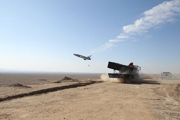 伊朗大型无人机军演:密集发射 火力强悍