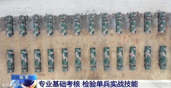 陆军大口径远程火箭炮一次出动24门