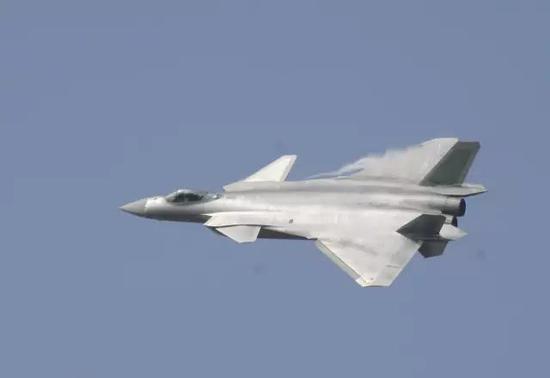 空警500搭档歼20威力如何 能在百公里外抢先攻击F22
