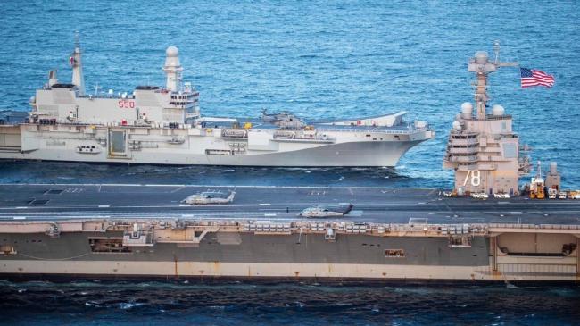 美国航母和意大利航母联合演习体型对比悬殊