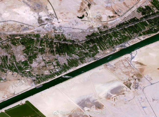 卫星拍摄到的苏伊士运河大堵船
