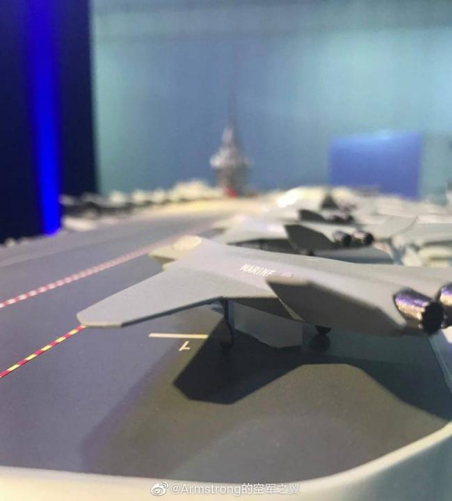 法国下一代航母模型发布:核动力+新舰载机