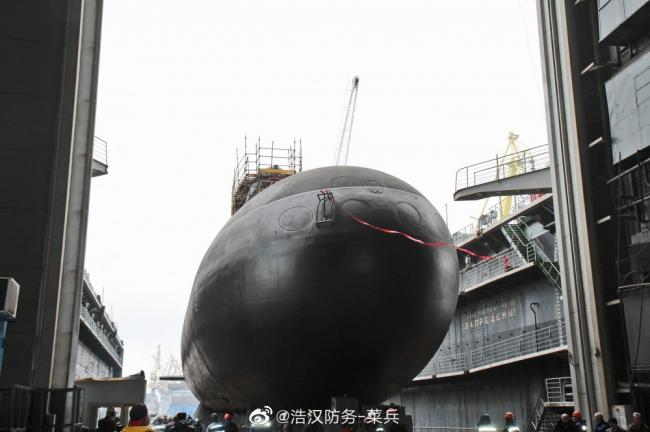 俄为基洛级潜艇改进型举行下水仪式