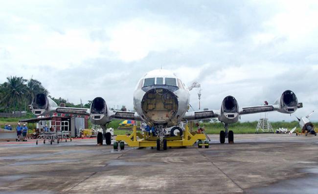 中美撞机20周年记忆:美军机在海南拆解运走