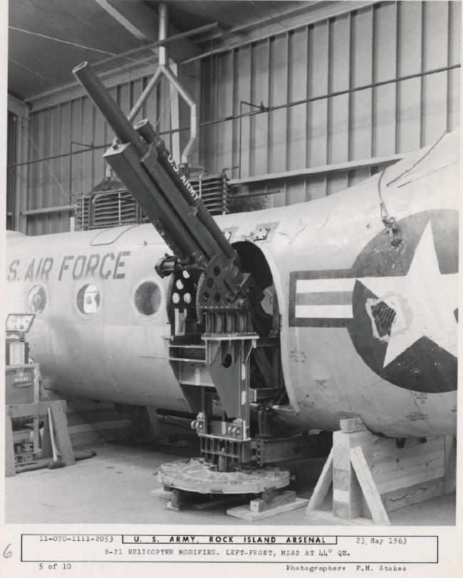 美国人真敢干:直升机上装105榴弹炮