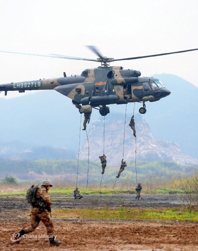 第72集团军陆航高空索降训练