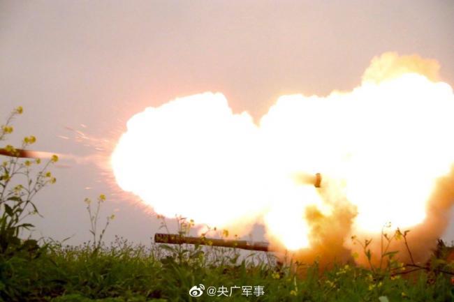 大炮上刺刀:国产新型卡车炮直瞄射击
