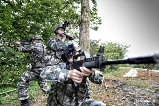 夜视装备推广全军 解放军又有部队换装新型夜视仪