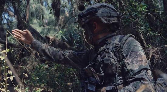 蛟龙突击队升级新型单兵装备 新步枪冲锋枪同步列装
