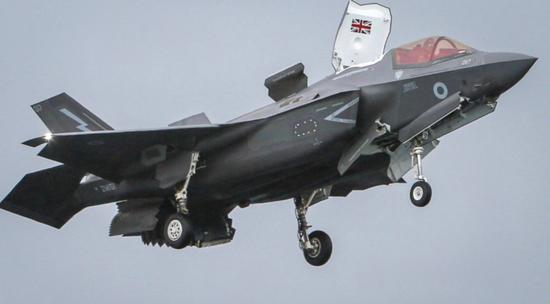 英航母首次部署東亞 美媒:連艦載機部隊都是美國的