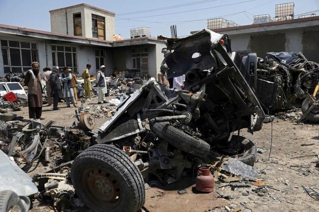 美军临走前将武器装备打成碎片 阿富汗人:留下垃圾