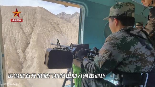 曝光直升机舱门机枪实射:与地面一致