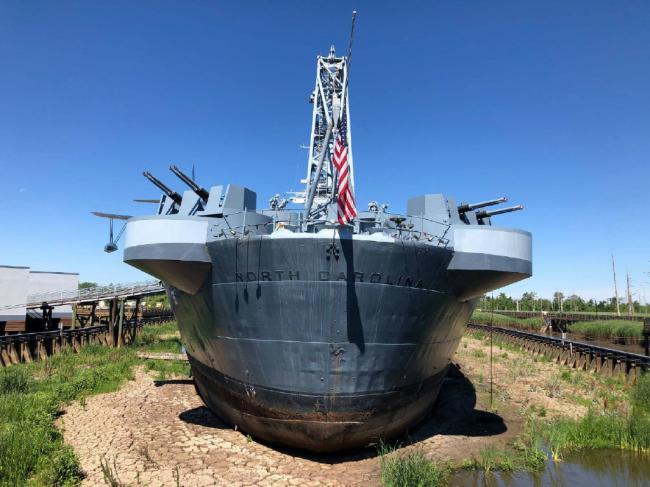 原来战列舰的舰尾有这么多防空炮