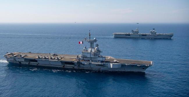 英、法两国航母在地中海进行3天联训