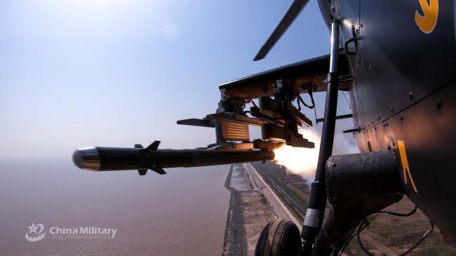 直-9在黄海海域实弹演习发射导弹