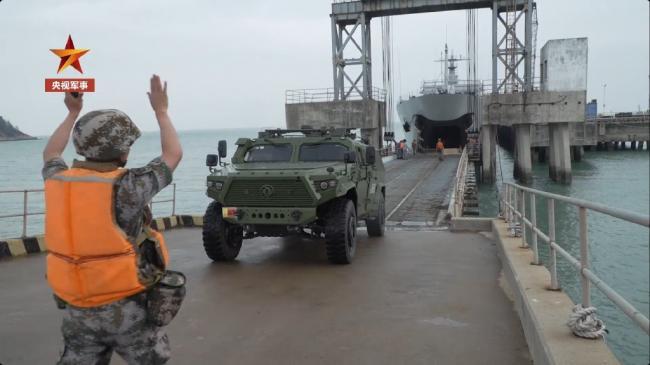 陆军演练机动部队跨海登陆作战