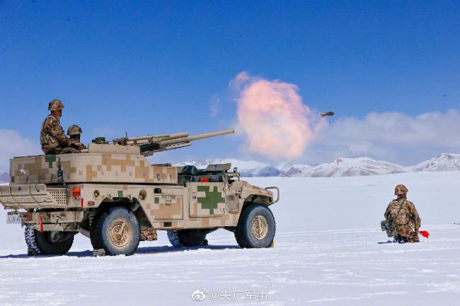 海拔5500多米!看高原战士火炮实射瞬间