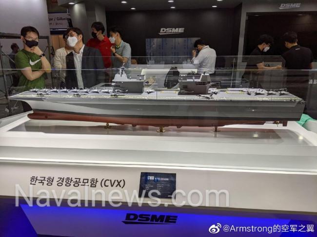 韩国展示航母模型:两款设计都是双舰岛