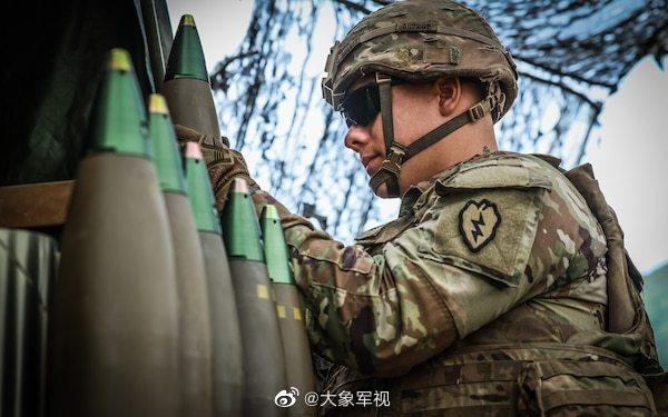 美军野战炮的实弹训练