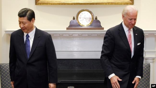 资料照:时任美国副总统拜登在白宫接待到访的时任中国国家副主席习近平。(美联社2012年2月14日)