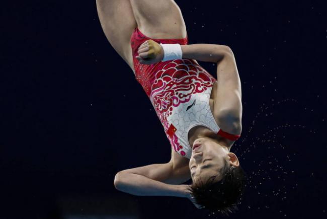 14岁天才少女震惊世界 3跳满分打破奥运纪录摘金