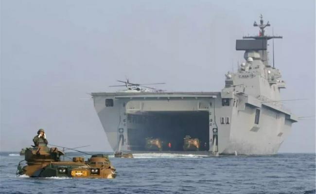 英韩两国最大战舰编队航行 一艘老漏水一艘塌甲板