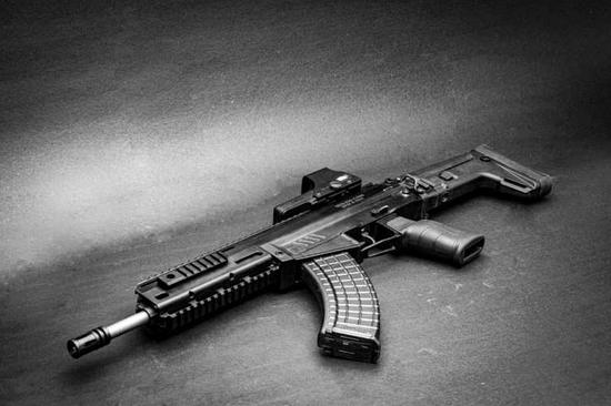 印度为何购俄AK203 印媒:别说步枪连手枪都搞不出来