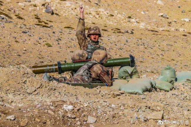 国产98式120毫米火箭筒完整发射过程