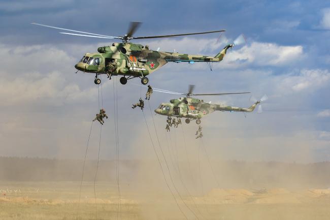 """俄""""西方2021""""军演出动大规模直升机集群"""
