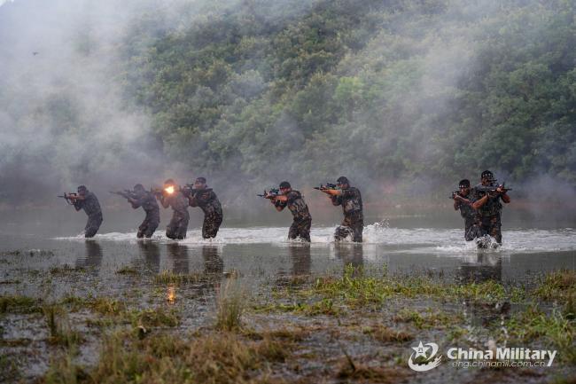 """空军特种部队""""地狱周""""猎人训练"""