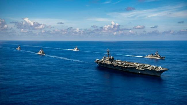 美国卡尔文森号航母和日自军舰航行菲律宾海