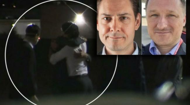 人质回家!特鲁多在机场拥抱获释回加的两位迈克