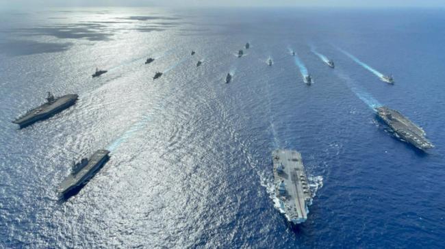 警惕!美英航母进入南海 日本最新型战舰也来凑热闹