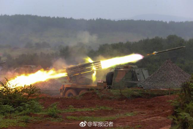 解放军火箭炮火力全开 请自行脑补音效!
