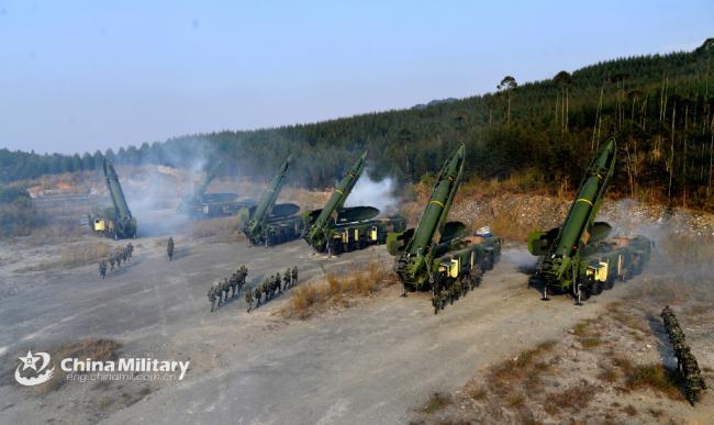 解放军大杀器东风16导弹满负荷发射演练