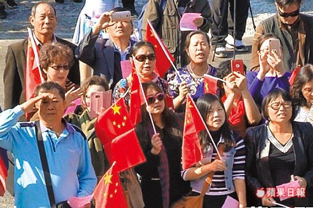 台湾寺庙插满五星旗 遭断电后殴打官员