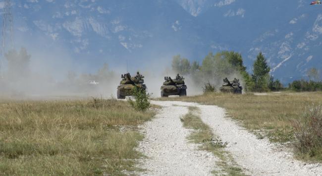 意大利陆军第4骑兵团进行战术演习