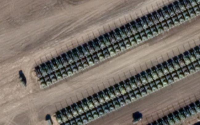 卫星图显示在俄罗斯在俄乌边境部署大量坦克