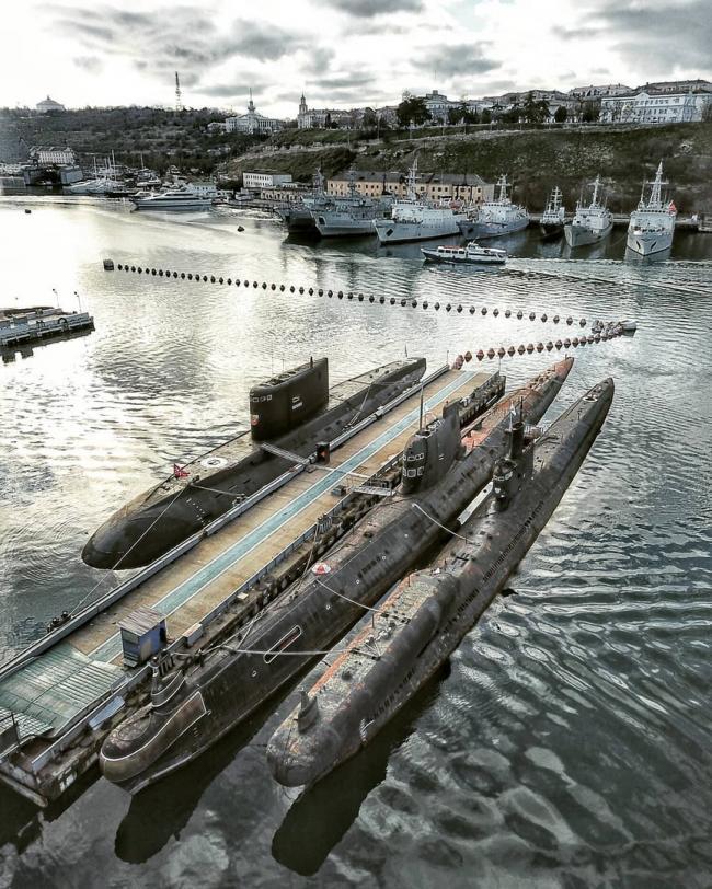 一抹�蛈漶J航拍克里米亞半島俄軍潛艇基地