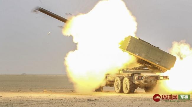 """""""海马斯""""配""""龙卷风"""":美俄火箭炮并肩作战"""