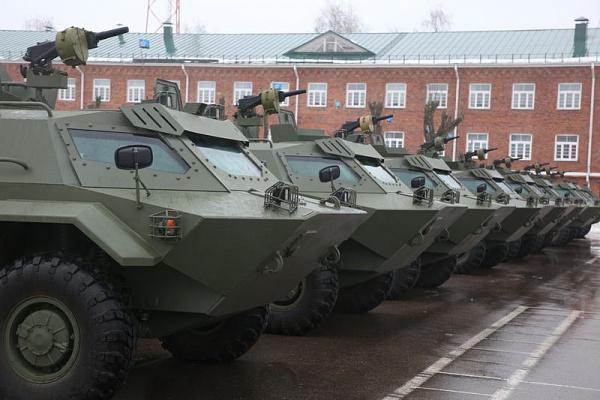 白俄罗斯自研装甲车装备精锐部队