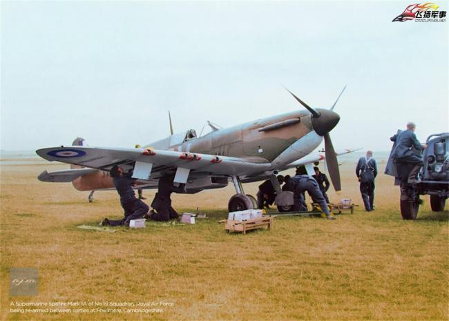 老照片:二战中飞行员视角的拍照