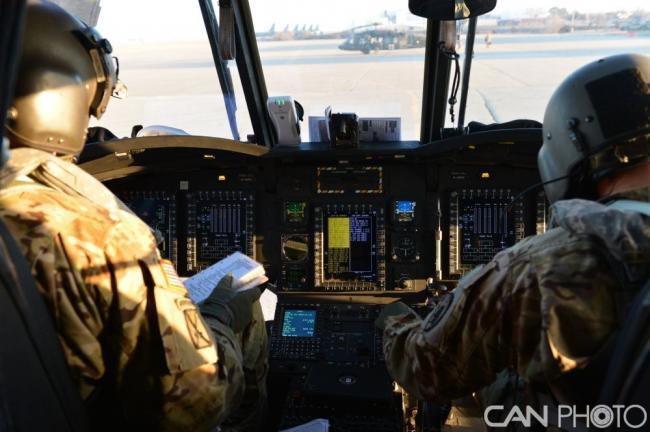 """美国CH-47""""支奴干""""飞行前例行检查"""