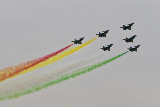 中国歼-10巴基斯坦国庆阅兵式上表演