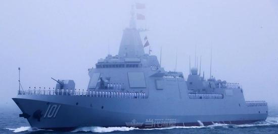 台媒关注海上阅兵新装备 更为在意055舰的隐形桅杆