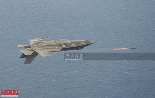 """首度曝光!座舱视角看F-35秀""""落叶飘"""""""