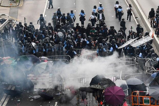 """香港反""""送中""""抗议者:要和港府争个鱼死网破"""